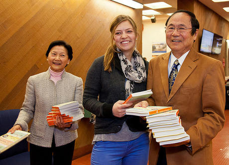 Chancellor Henry Yang and wife Dilling Yang distribute books to UCSB students