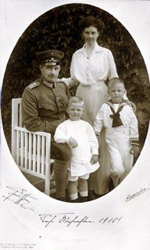 Family photo, from Frank Gruenthal Collection