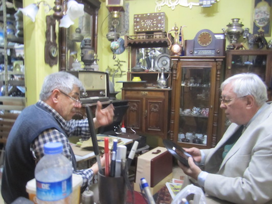 Häupl chatting with a collector in Turkey, 2014.